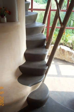 staircase-to-the-sleeping-area(1)